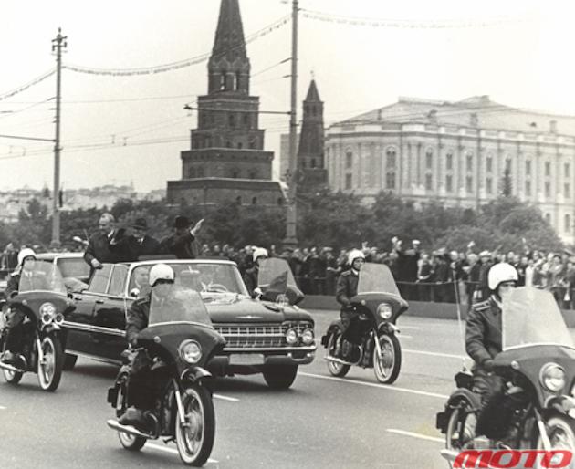Президент СФРЮ И. Б. Тито в Москве. В составе кортежа одновременно мотоциклы К-750М и К-650, 1972 год.