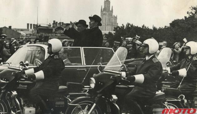 70‑е годы, в составе кортежа – мотоциклы «Днепр-650ЭС».