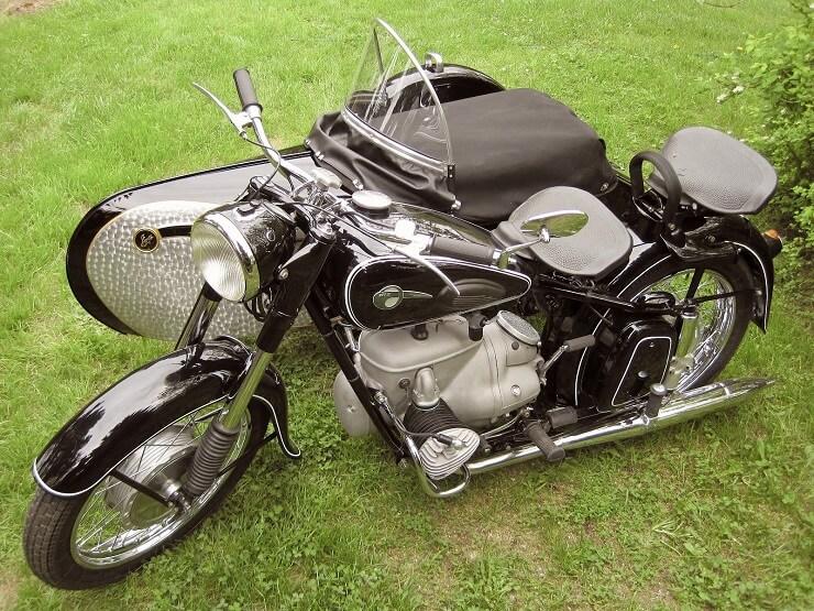 Старинный мотоцикл IFA BK 350