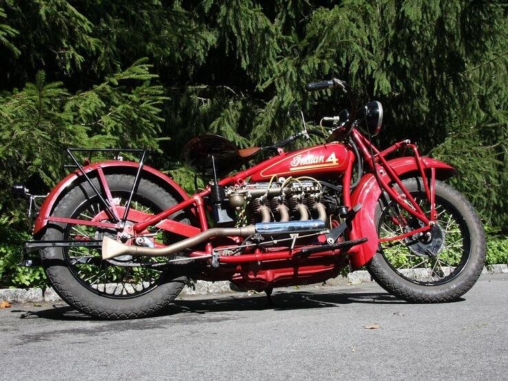 Cтаринный мотоцикл Indian