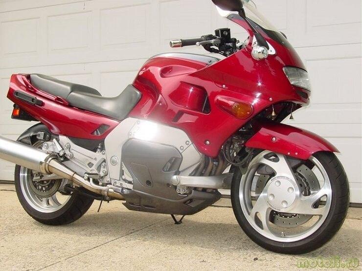 модель мотоцикла Yamaha GTS 1000