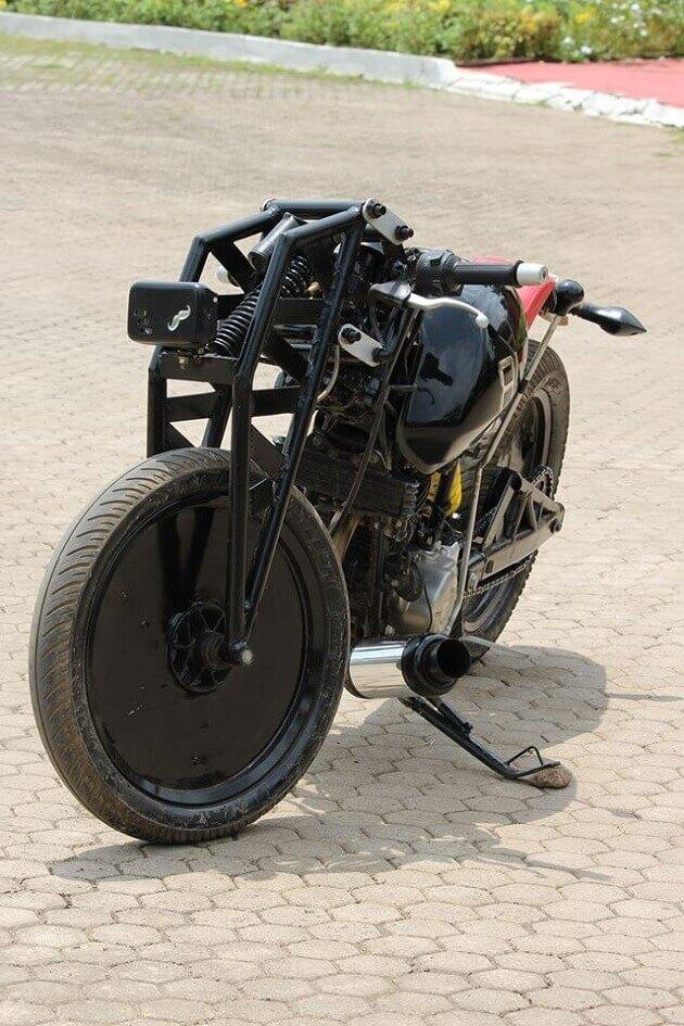 кастом мотоцикл Альфа-Bajaj