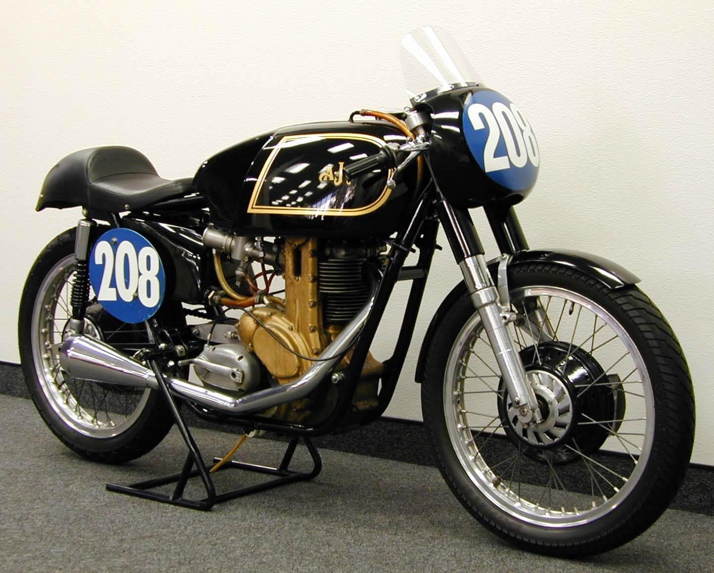 Мотоцикл AJS 7R
